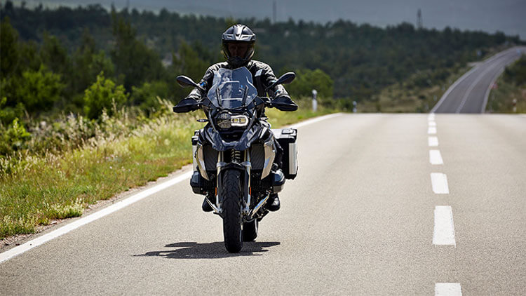 Moto BMW R1200GS on the road