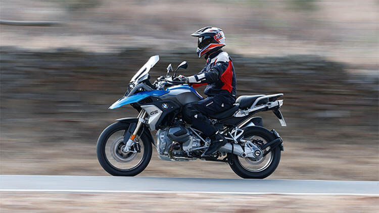 Moto BMW R1250GS on the road