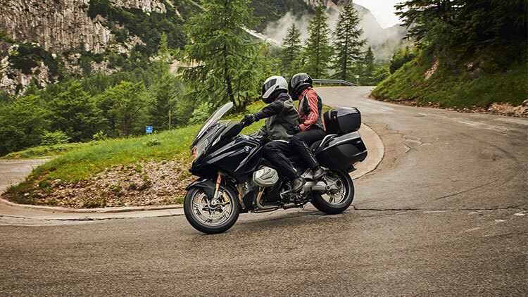 Moto BMW R1250 RT on the road