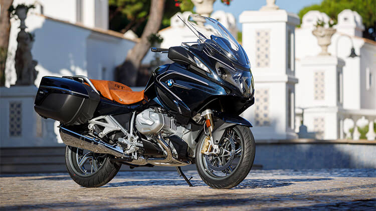 Moto BMW R1250 RT parada