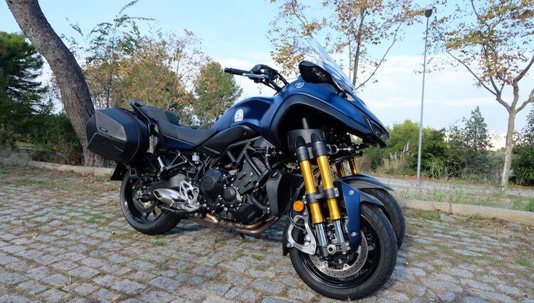 Yamaha Niken lateral