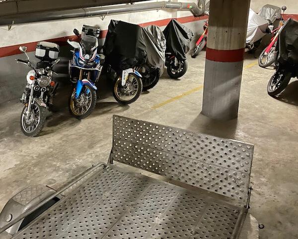 Parking de PauTravelMoto